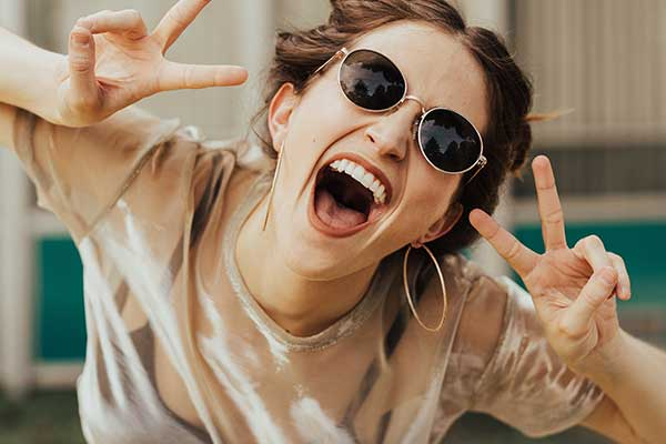 7 Tips For Feeling Happier Every Day, Straight From Therapists