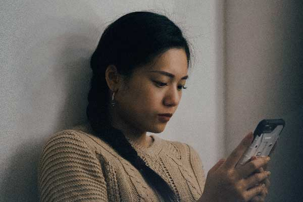 20 Texts To Comfort Someone Who's Feeling Anxious, According To Therapist